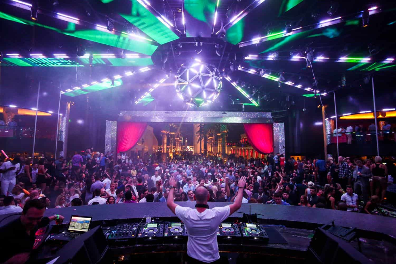 Drais-Nightclub-at-the-Cromwell-from-the-DJ-booth