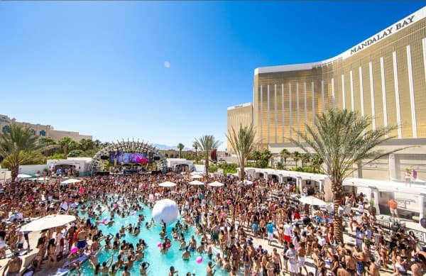Daylight Beach Club a Massive Vegas Pool Party