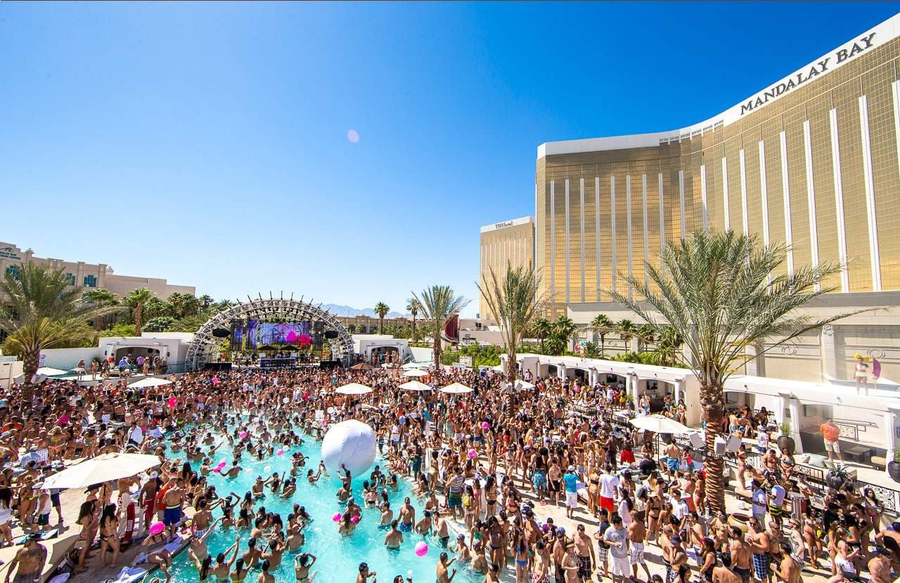 Daylight Beach Club une partie de piscine Massive Vegas